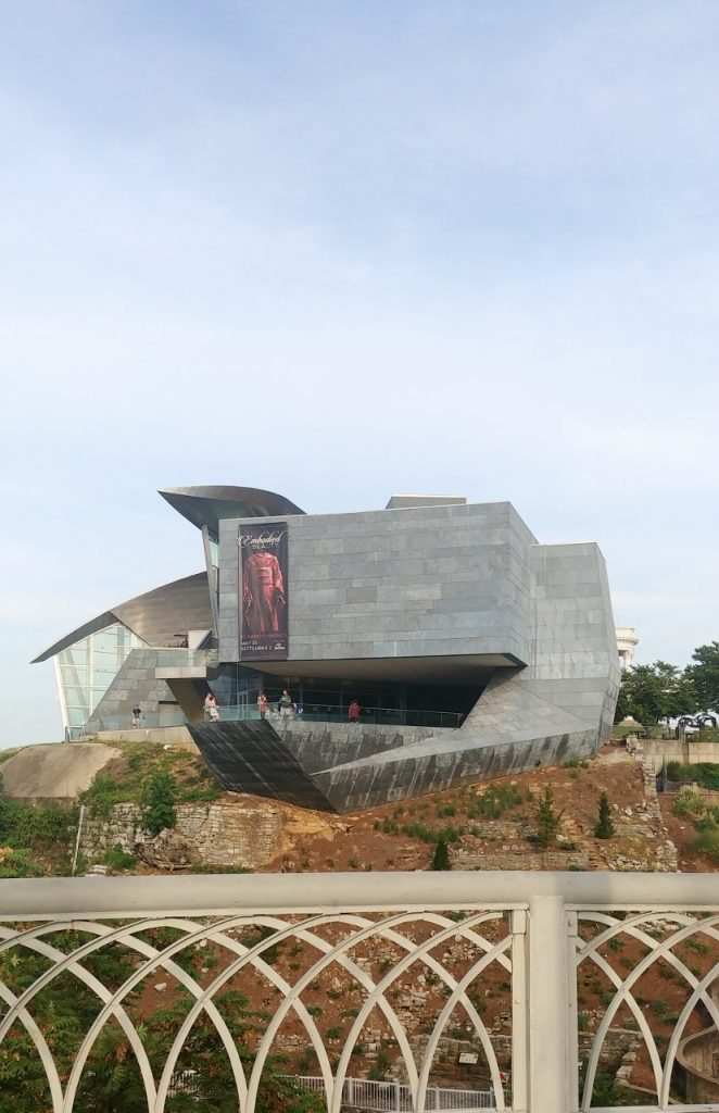 Hunter Museum of Art from Side by Heart of Pixie (828x1280)
